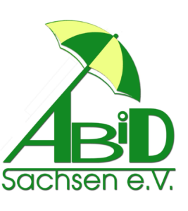 Das Bild zeigt das Logo des ABiD Sachsen e.V. Ein Sonnenschirm kommt aus dem A und beschützt die anderen Buchstaben des Logos.